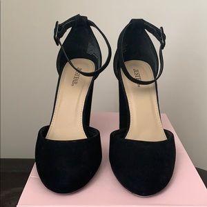 Ladies black pump